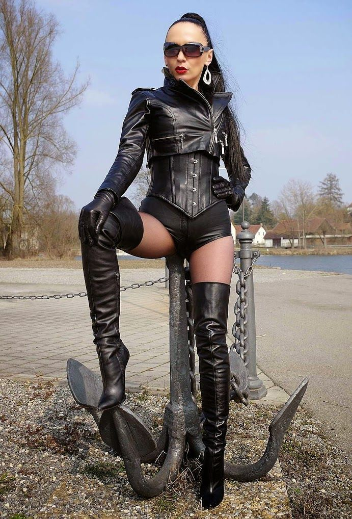Gorgeous fetish lady Nadja in leather