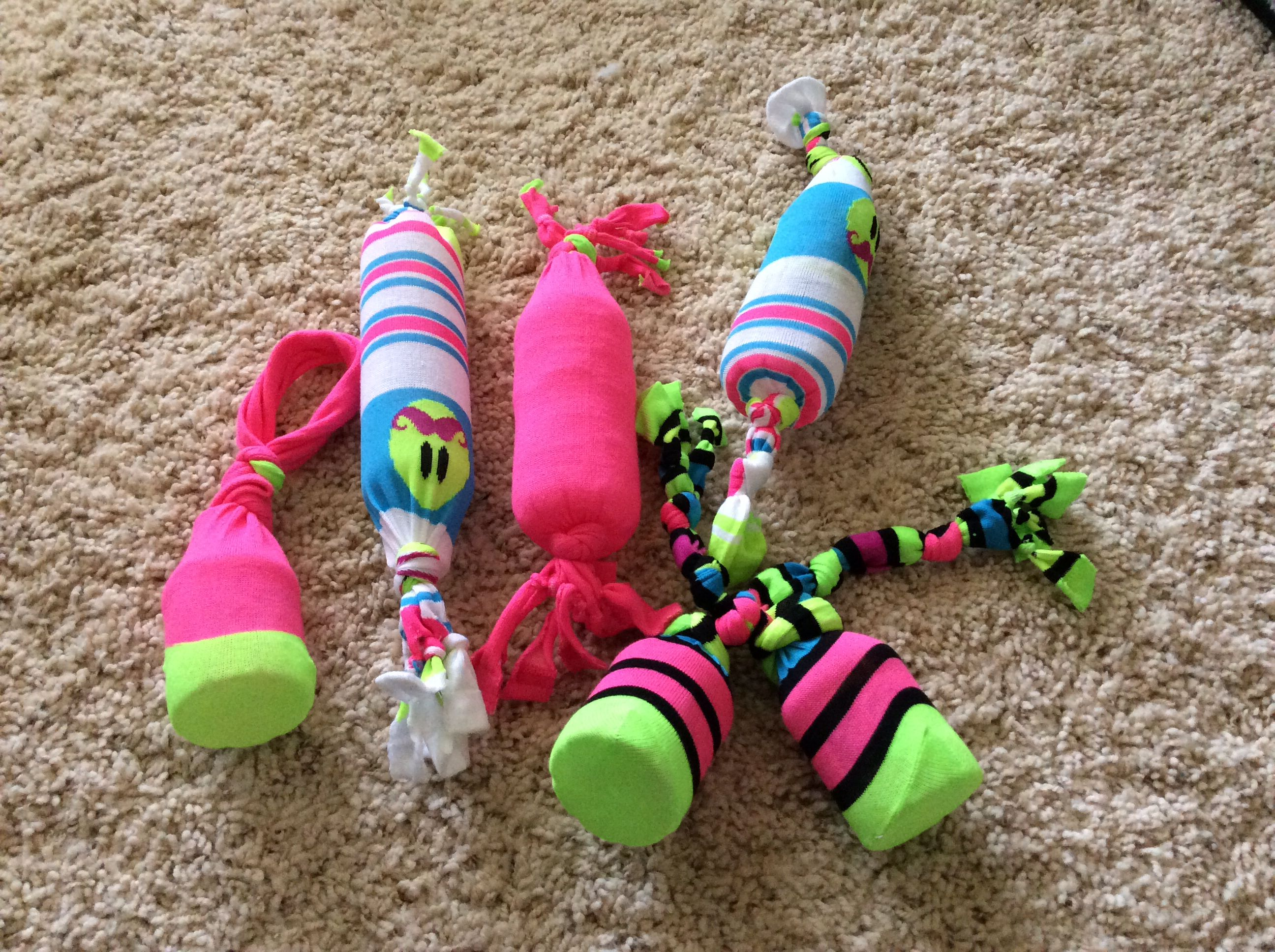 Easy To Make Dog Toys Using Socks And Empty Water Bottles Diy