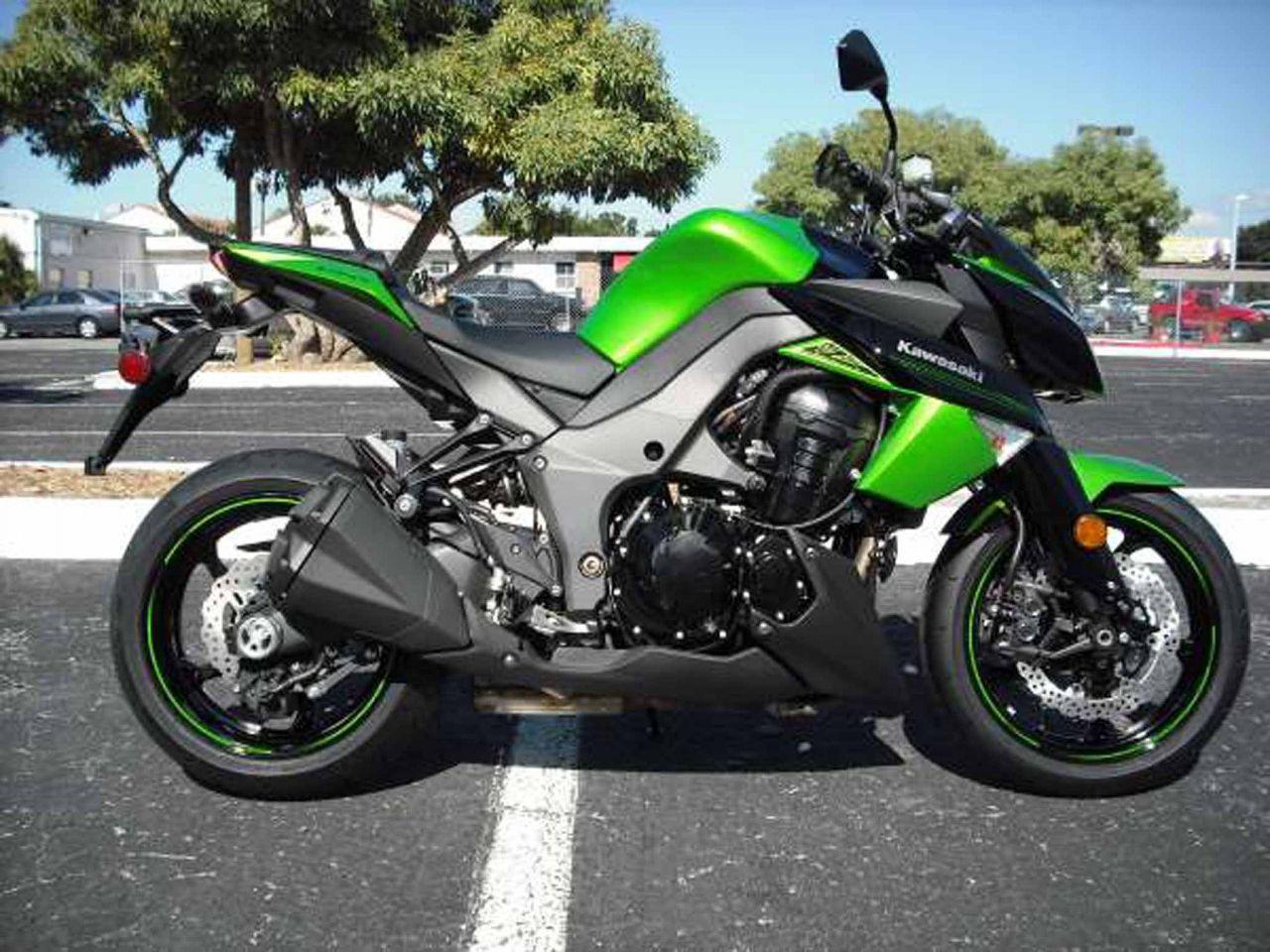 Kawasaki Z1000 Green Image