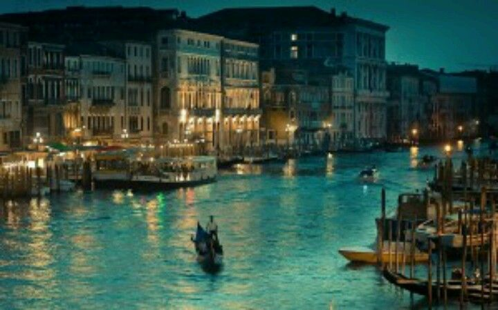 Venice, city of lovers..