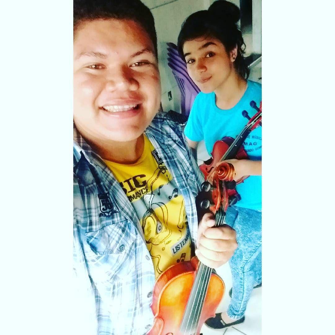 Último dia de aula na EMAG com a aluna Carina Chaves.  #Violin #Tmj #Música #ObrigadoPeloPresente by brunito.liima