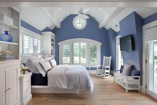 Schattierungen Von Blau Vermischt Mit Diesem Alle Weißen Dachboden  Schlafzimmer Auf Hellen Parkett Um Eine Luftige