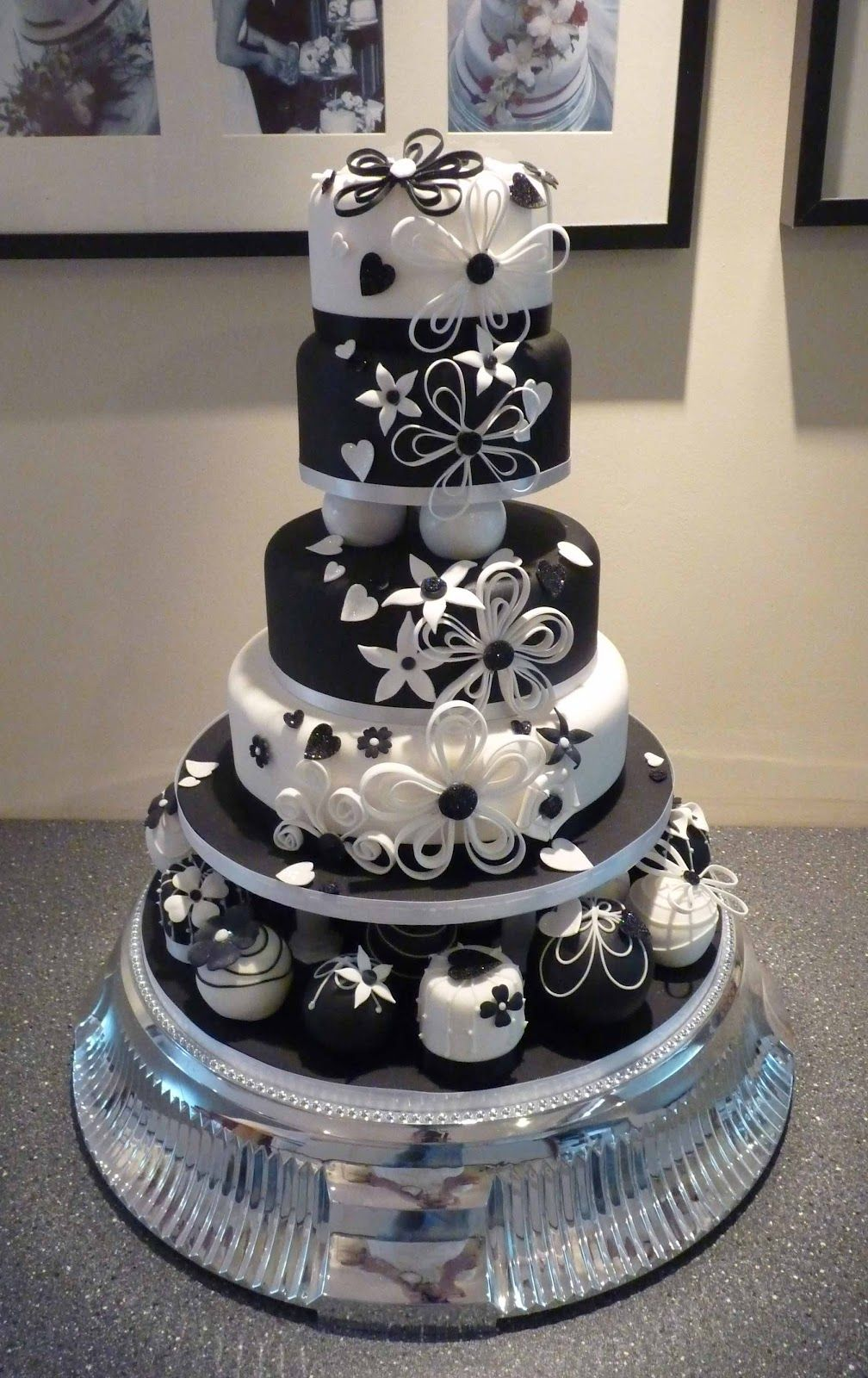 wedding cakes   Wedding Cakes Pictures Black And White