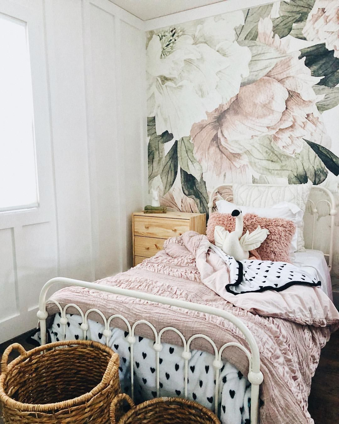 Best Gorgeous Girls Room With Floral Wallpaper And White Iron 640 x 480