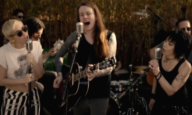 Watch Miley Cyrus, Laura Jane Grace, & Joan Jett Cover The Replacements - Stereogum