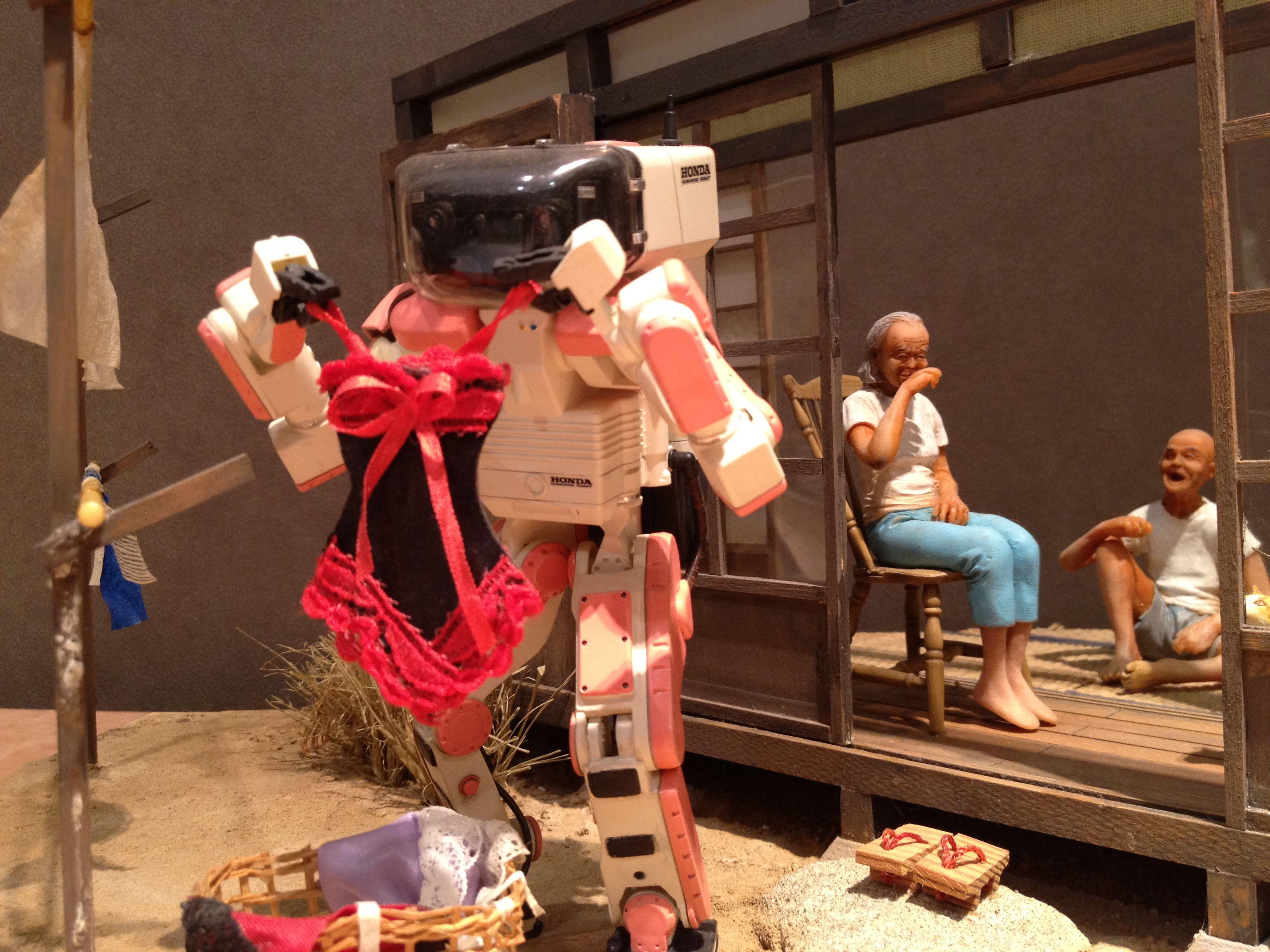 robot comes  ©TakujiYamada /HamamatsuDioramaFactory