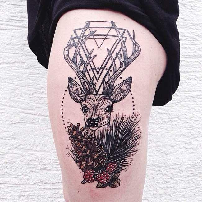 tatouage de femme : tatouage cerf new-school sur cuisse