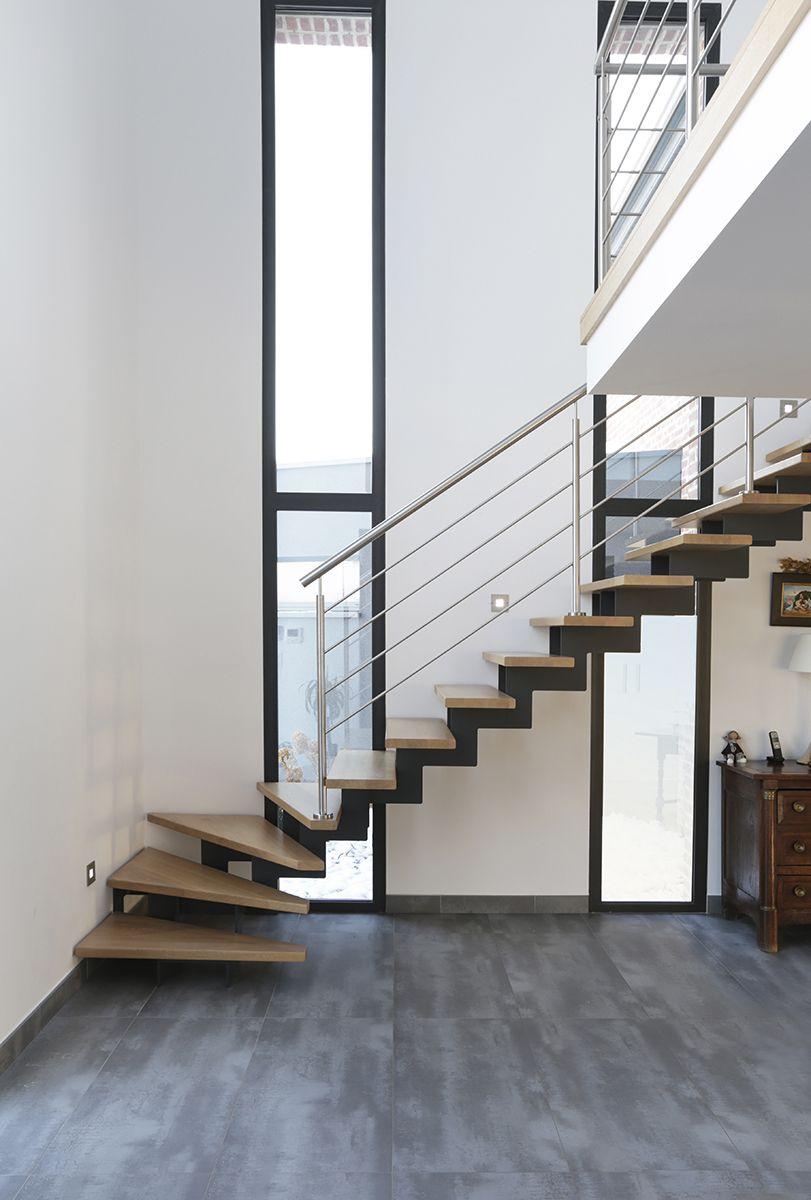 escalier paride ouvert et moderne avec rampe en inox