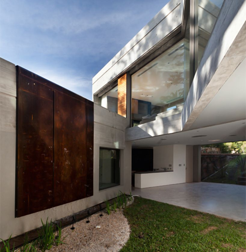 Andres Remy Arquitectos Assembles Casa Acassuso On Hills Of Buenos Aires