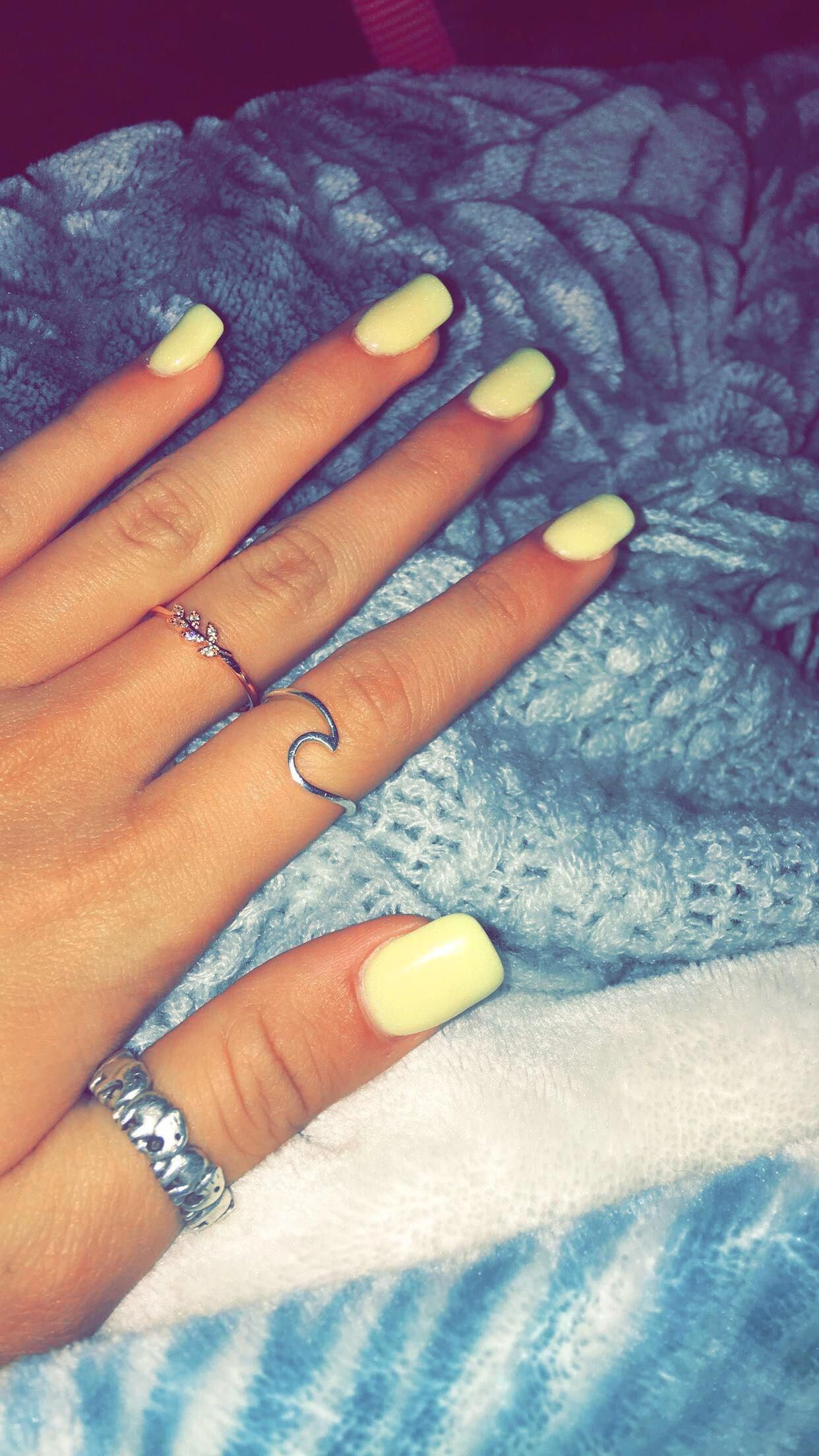 Yellow Nails Beautifulacrylicnails With Images Yellow Nails Oval Shaped Nails Cute Acrylic Nails