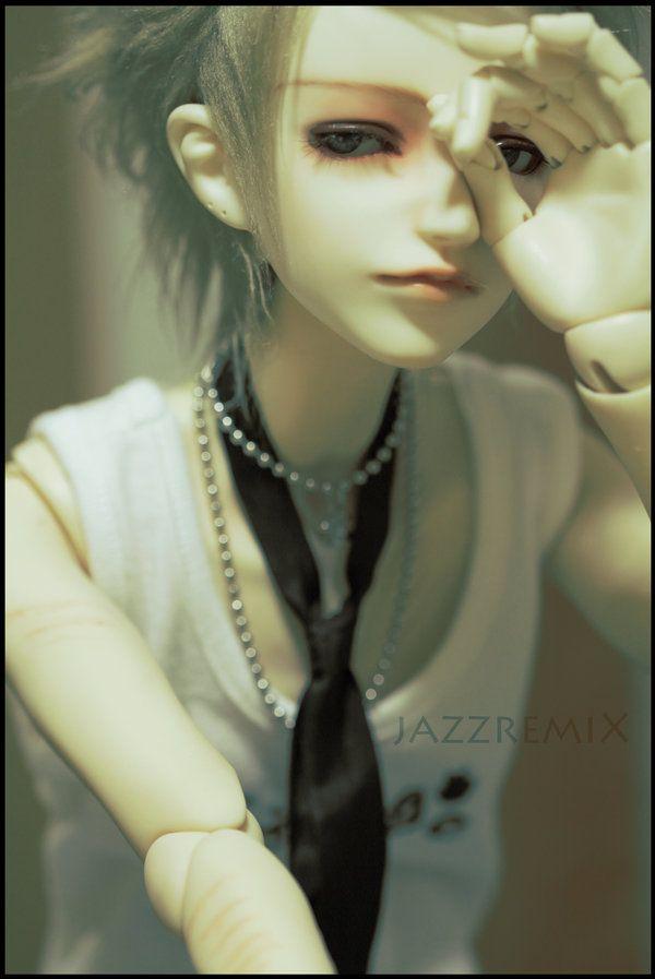 Sometimes, Kieran falls in his own little world, full of darkness and pain. _________________________ 。Doll Info 。 Kieran is a Dollzone Yuu. _________________________ My Dolls Q&A