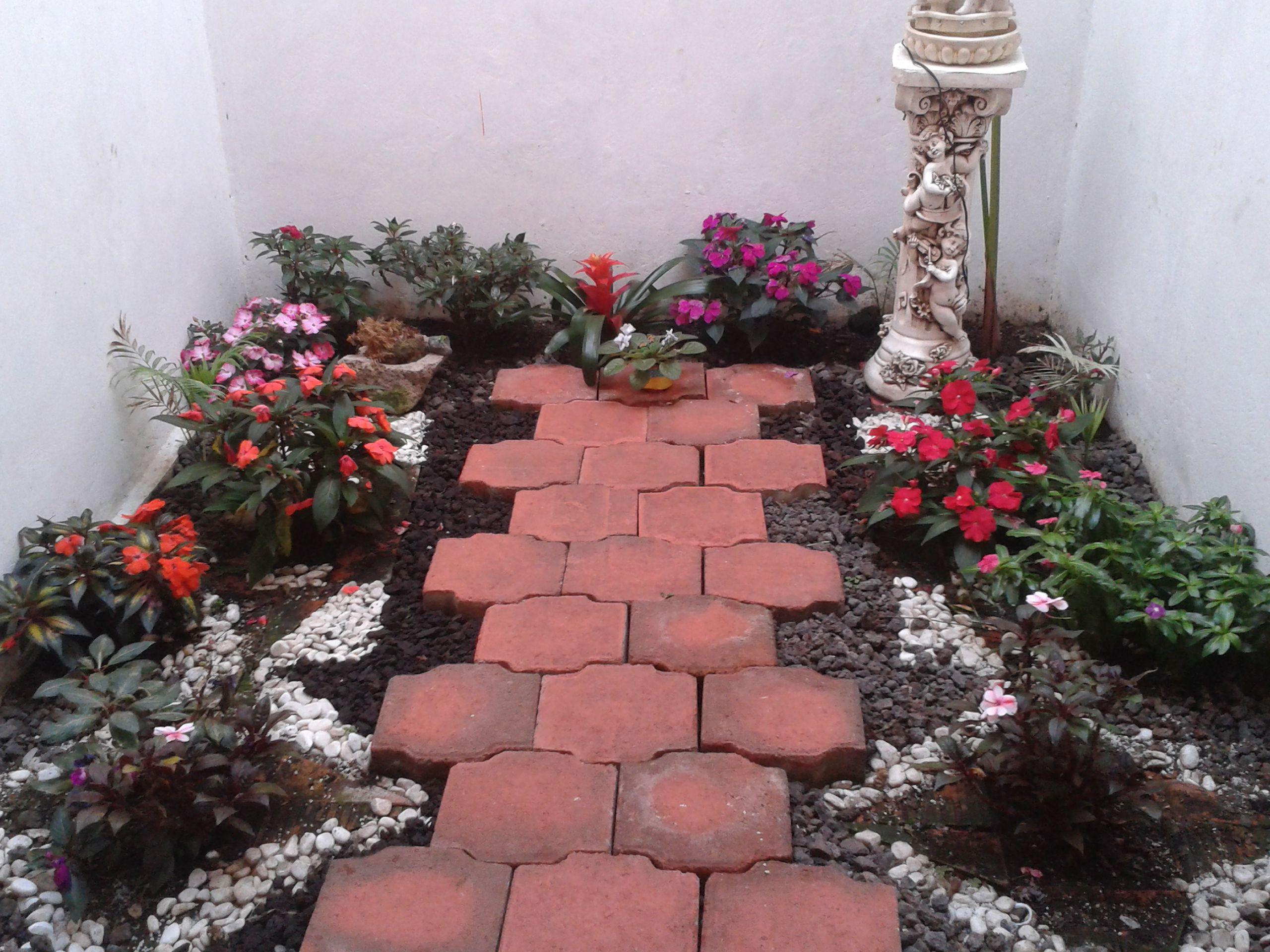 Resultado de imagen para jardines peque os con bugambilias