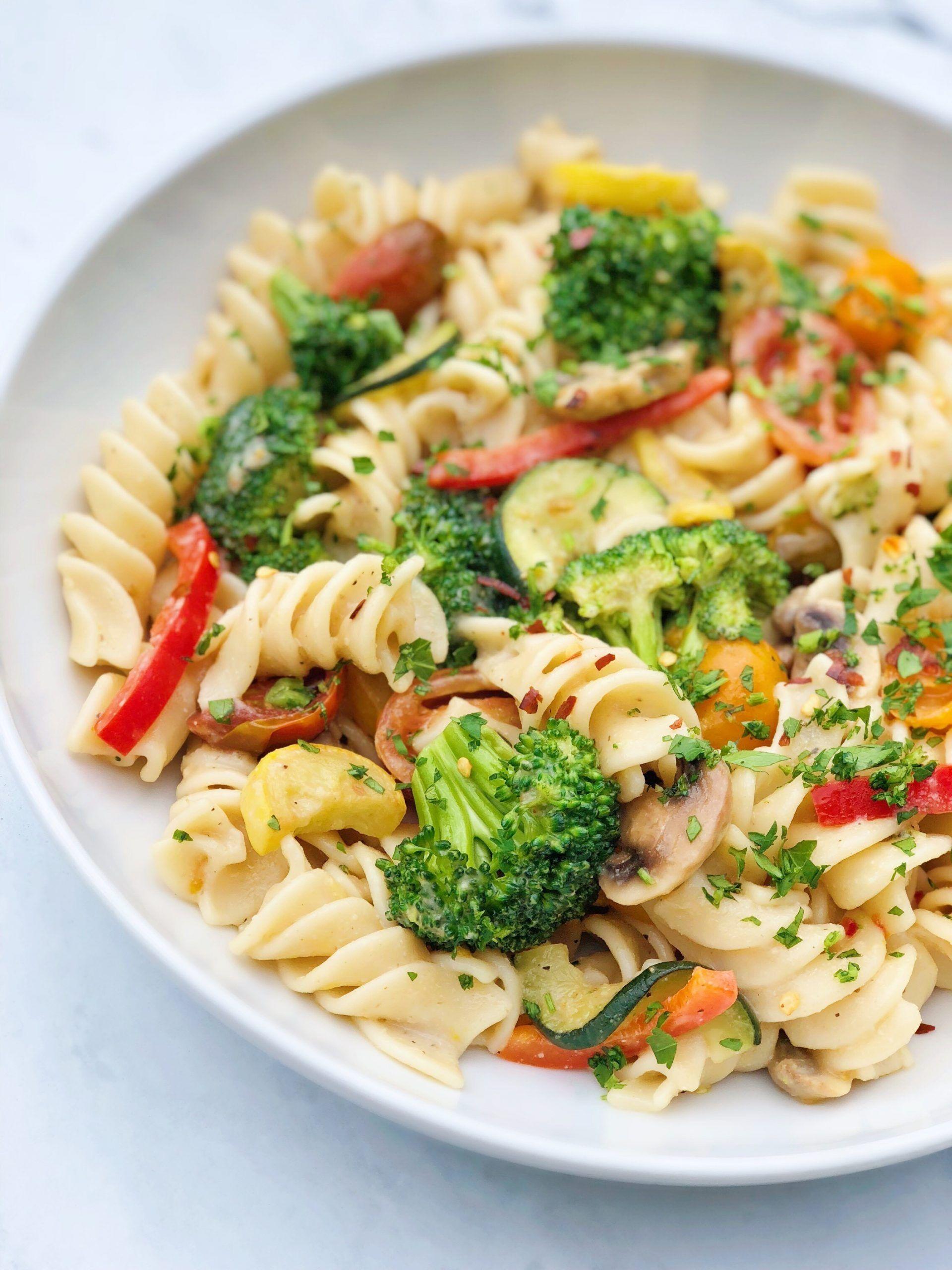 Vegan Alfredo Pasta With Fresh Vegetables Barons Market Recipe In 2020 Alfredo Pasta Vegan Alfredo How To Cook Pasta