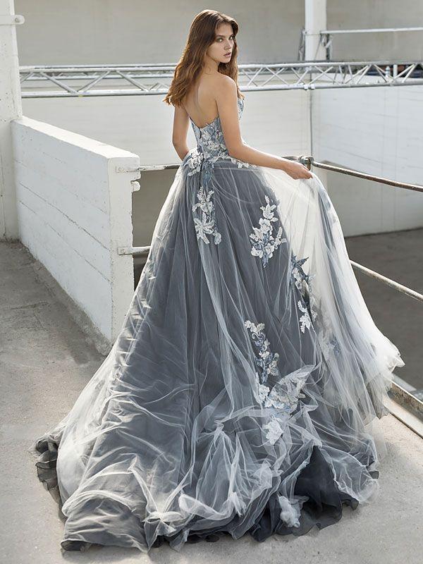 Schulterfreies Brautkleid mit Corsage und ...