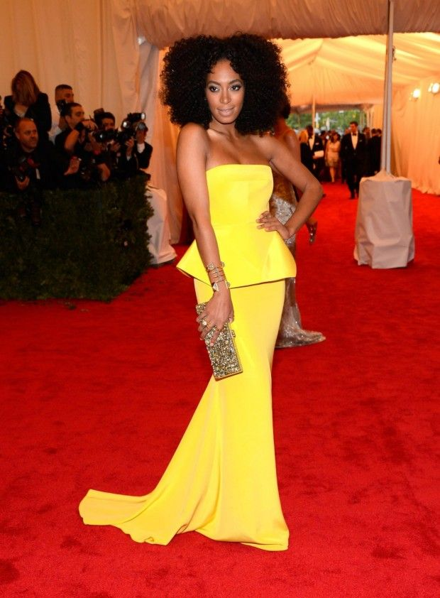 aef79e095396 natural curly hair | Stuff I like | Fashion, Yellow evening dresses, Met  gala red carpet