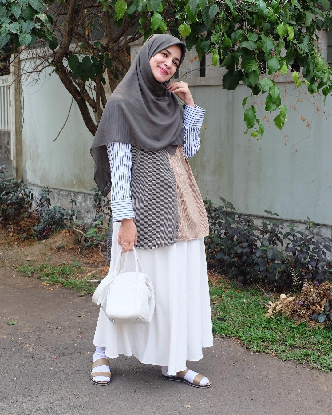Shireen Sungkar Di Instagram Ootd Ke Supermarket Apa Sih Btwww Raincakerss Jgn Lupa Yaaa Hari Mi Model Pakaian Hijab Model Pakaian Muslim Model Pakaian