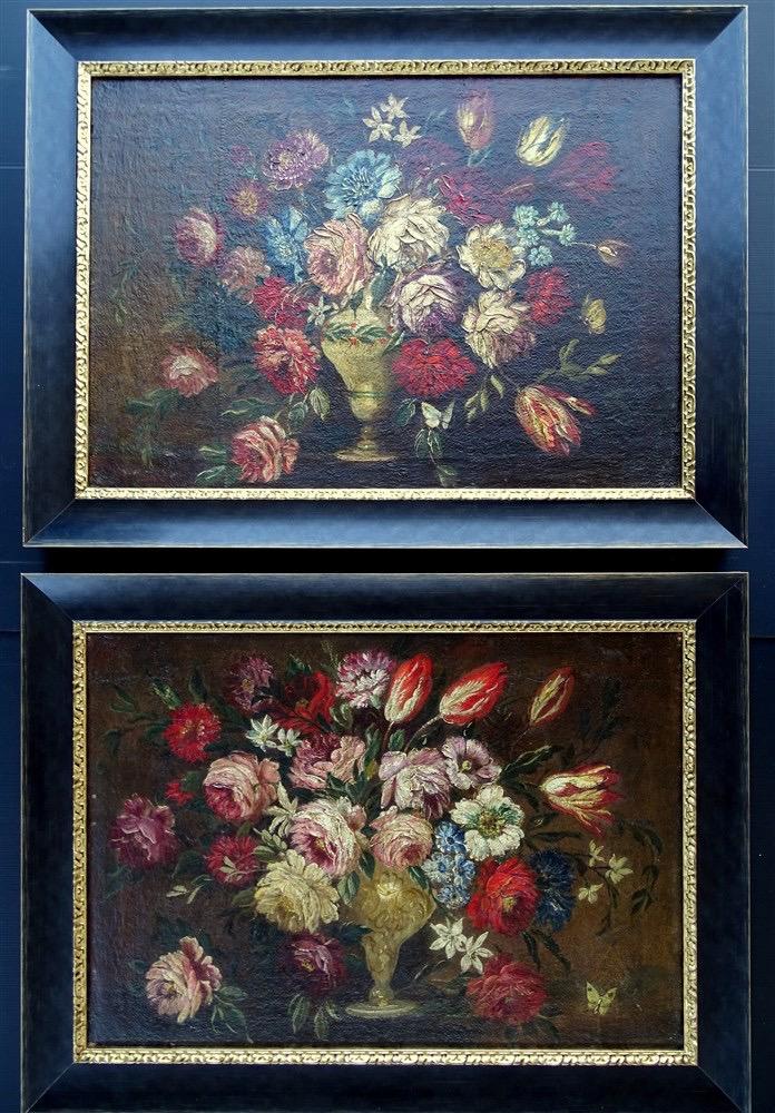 Paires Natures Mortes Aux Tulipes Et Fleurs Dans Un Vase