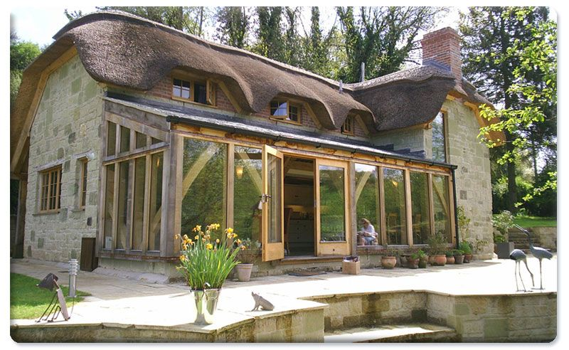 Greenstone thatch cottage with oak conservatory in for Cottage molto piccoli