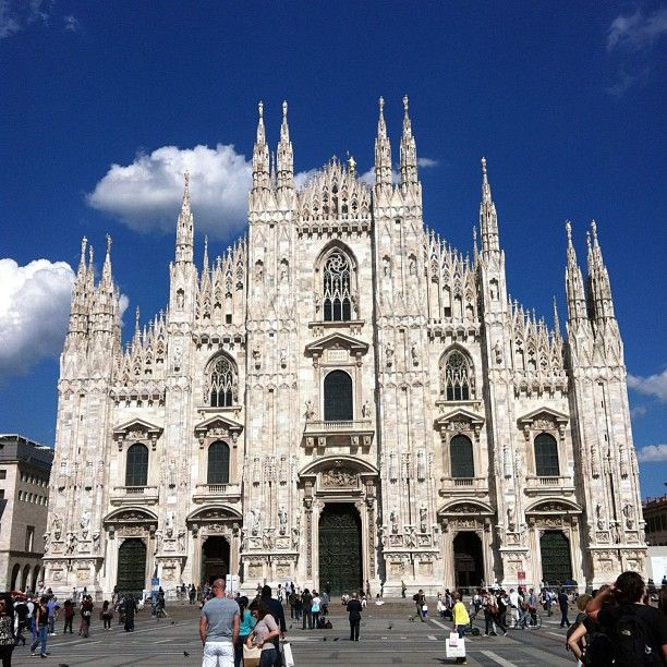 Piazza del Duomo in Milano, Lombardia. cant believe i went here and never took a single pic. -_-