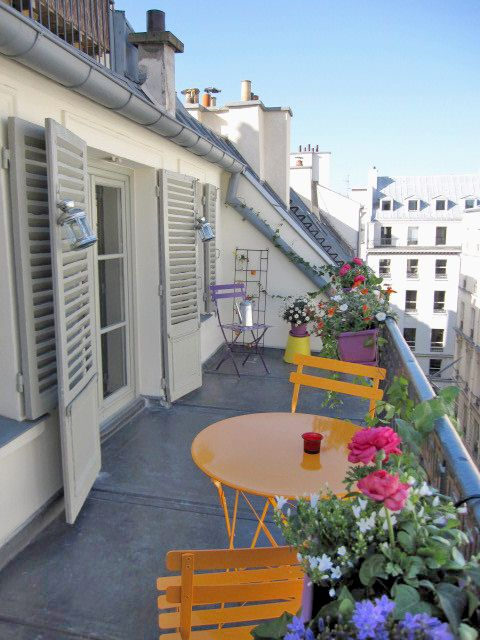 Balcony inspiration Beautiful view of Paris from a one-bedroom
