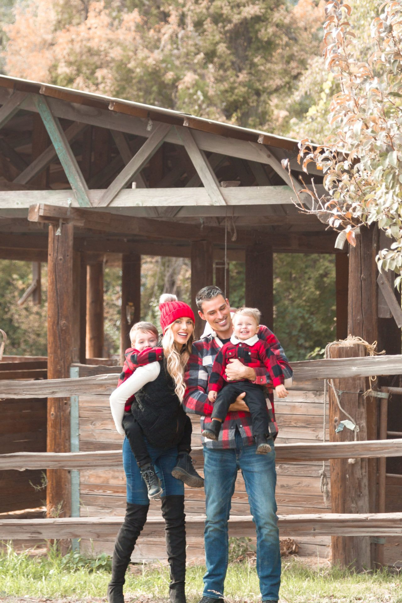 The perfect outfits for family photos, a trip to the mountains or caroling! If these don't scream #holiyay than I don't know what does! @oldnavy #sponsored #oldnavystyle #familyphotooutfits