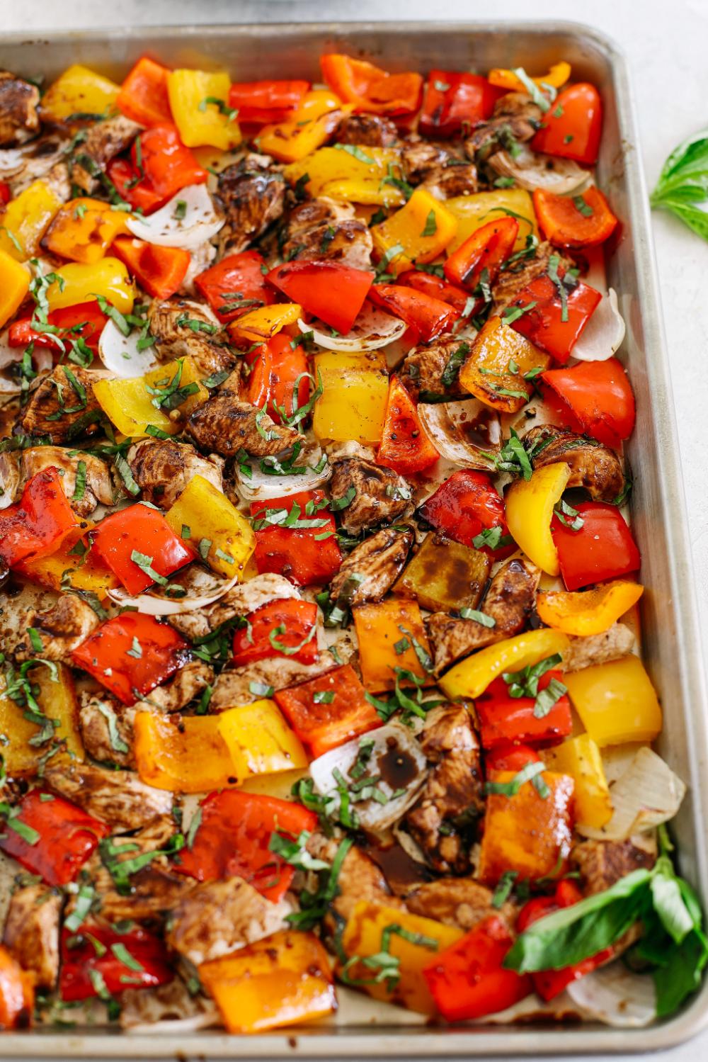 Blech Pfanne Honig Balsamico Huhn und Gemüse – Essen Sie sich dünn  – One Pot Meals   Skillet Meals   Sheet Pan Meals