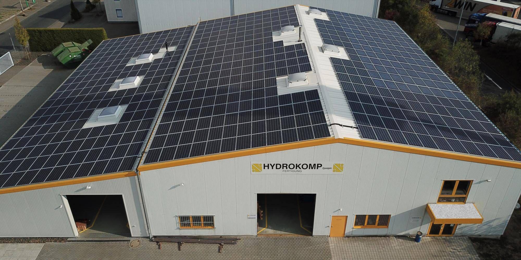 Mücke Energiekosten sparen dank Photovoltaik auf dem Dach