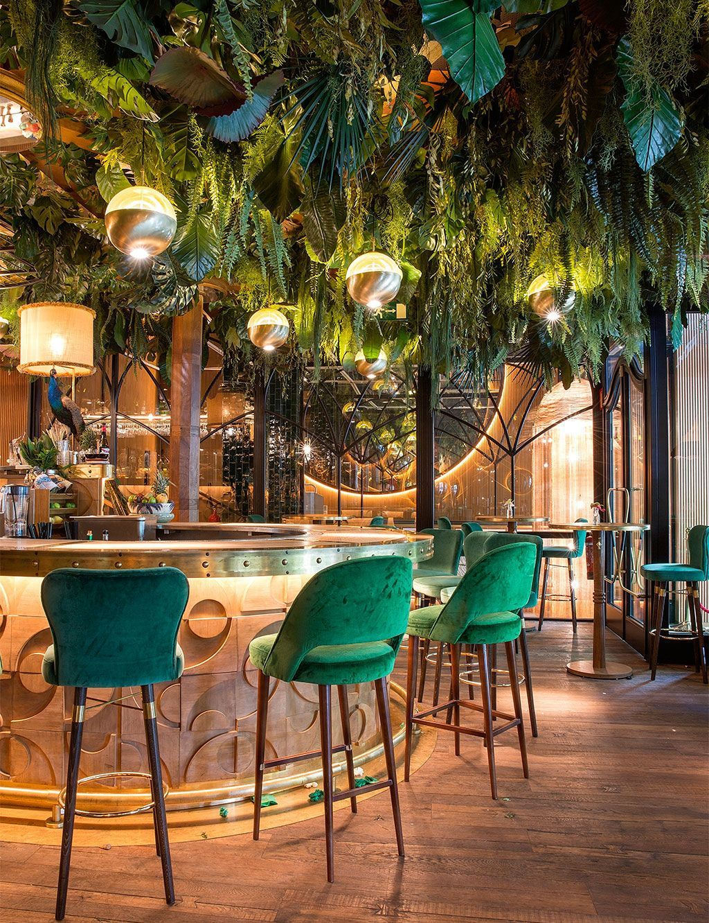 Royal Green Velvet | Amazónico Bar | Counter & Bar Stools | Bar Chairs. Bar Stools. #barchair #stools #counterstool Find more inspiration at: https://www.brabbu.com/en/inspiration-and-ideas/world-travel/sophisticated-upholstered-bar-stools-want