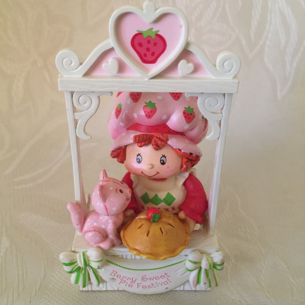 Strawberry Shortcake Berry Sweet Pie Festival Ornament Carlton Cards 2005  #carltoncards #ornament