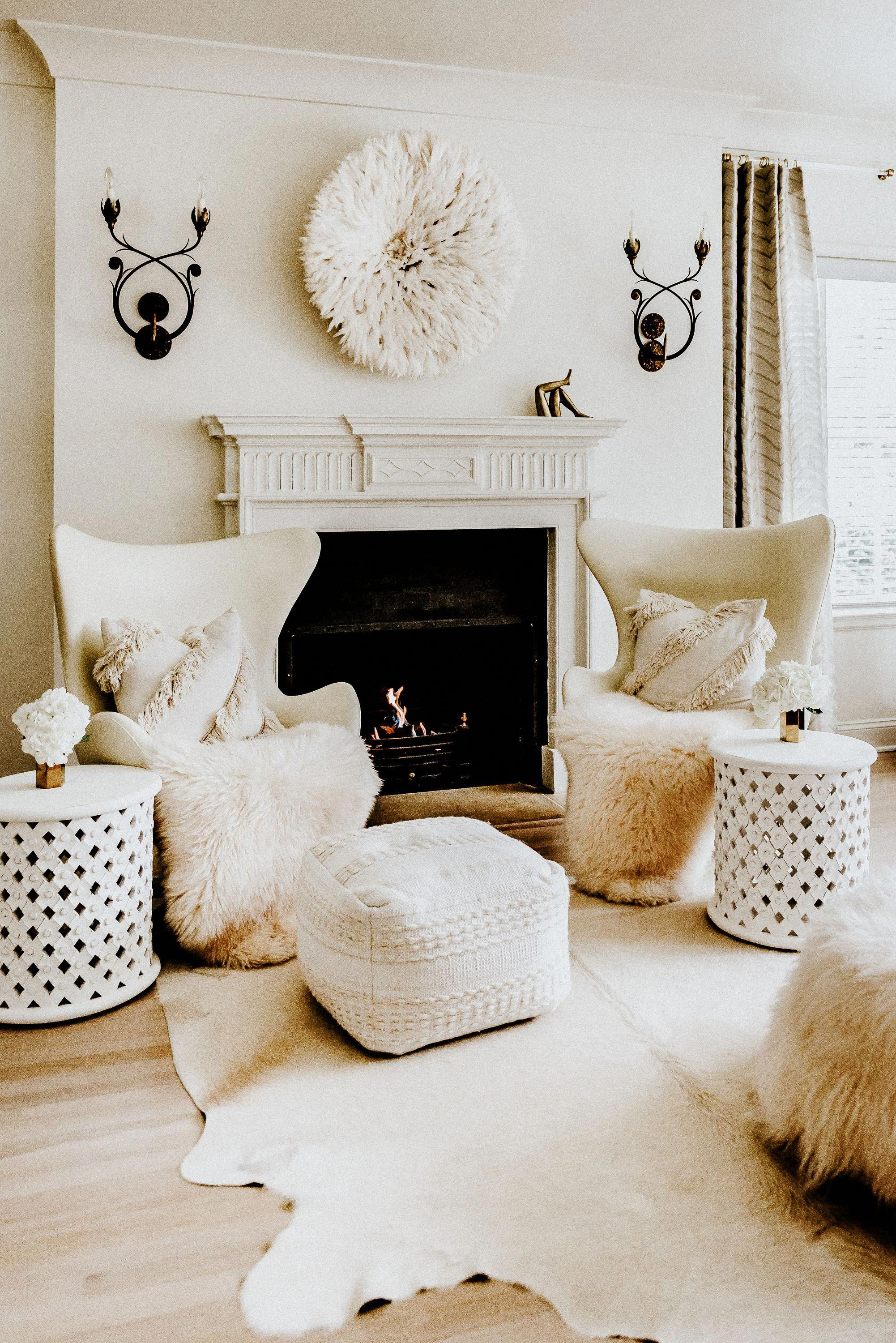 Decorating trends for 2019: add modern monochrome tribal touches to your decor. Tribal accents are everywhere from the catwalks to our homes. Here are some tips to incorporate tribal decor into your neutral home. #decor #tribal #modern #eggchairs #jujuhat #neutrallivingroomdecor