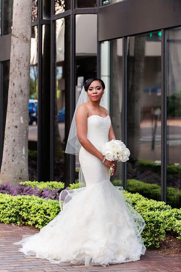 white #bridal bouquet http://trendybride.net/elegant-nigerian ...