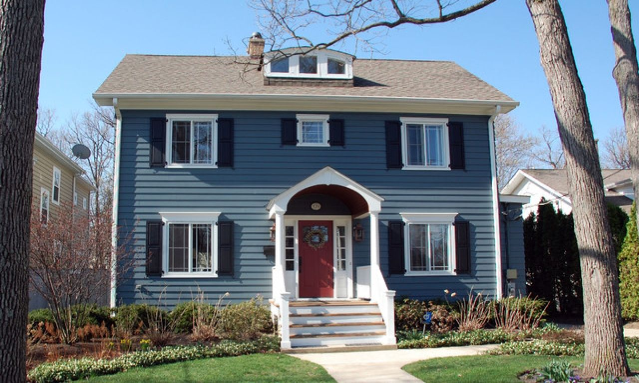 Dark Blue Siding Colonial Blue Siding House With White House Exterior Blue Colonial House Exteriors Farmhouse Exterior Colors