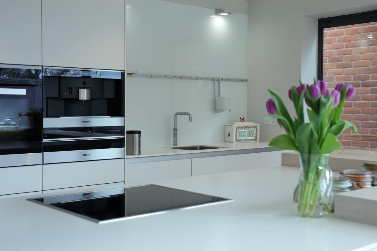 bulthaup b3 kitchen in Alpine White laminate and structured oak ...
