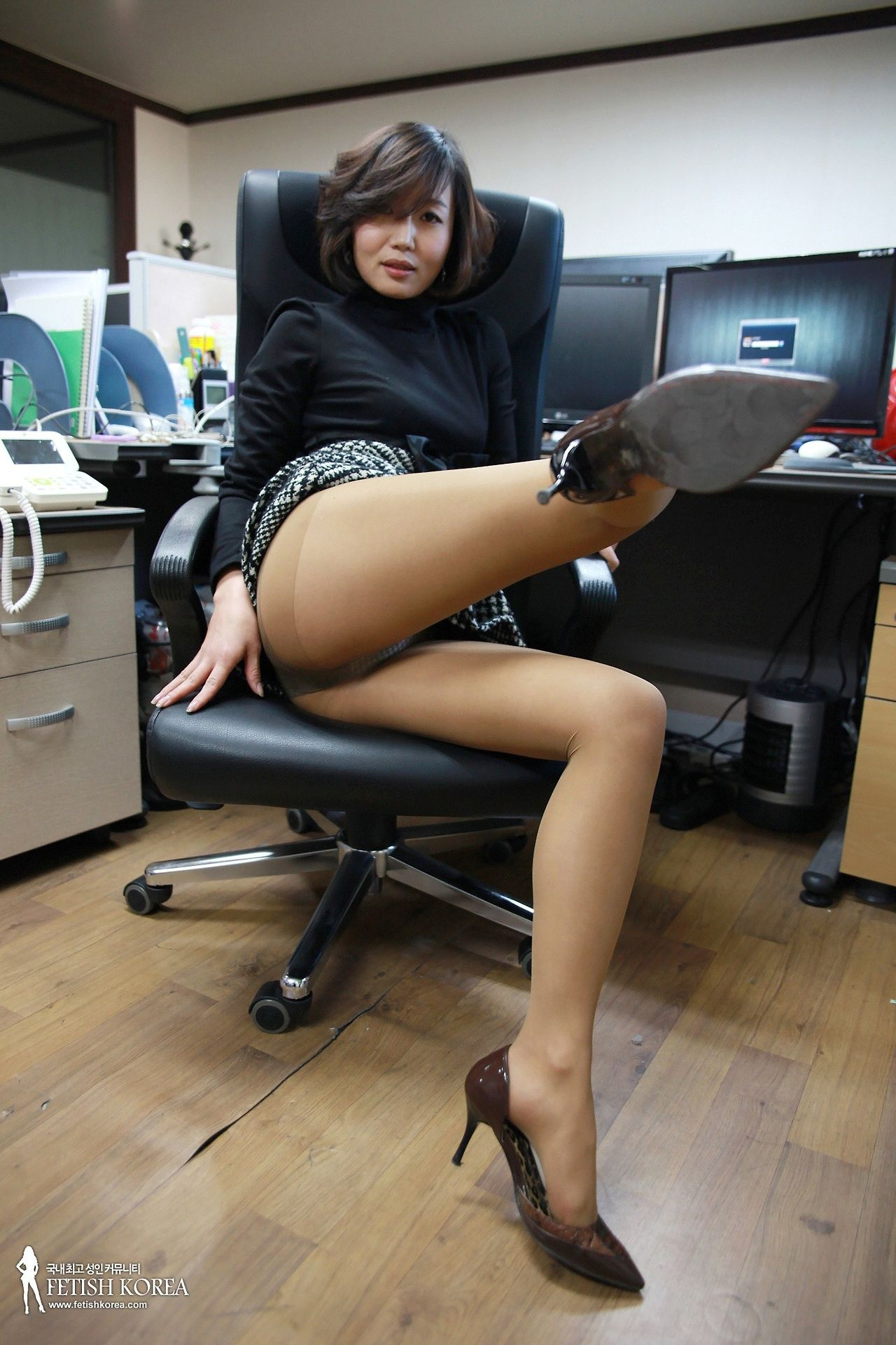 Korean milf likes it sexy