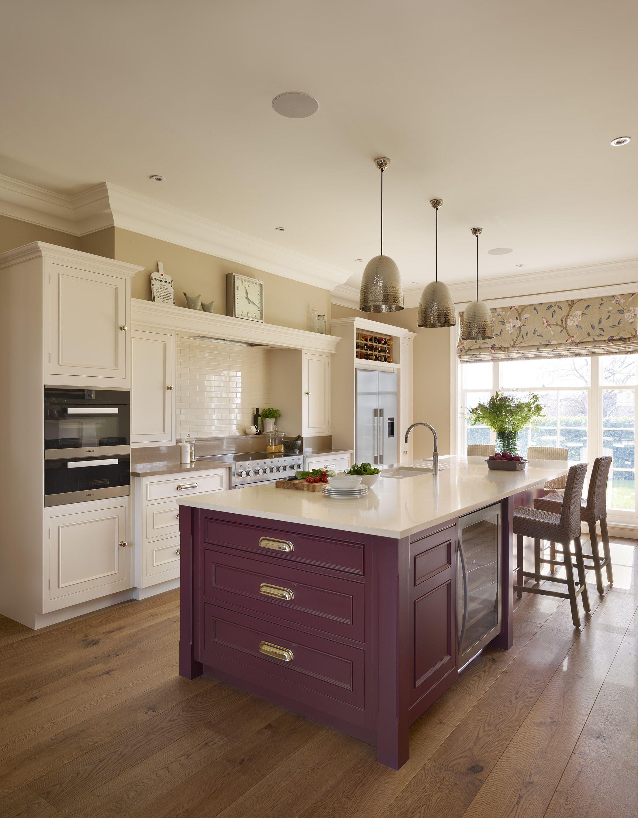 A Harvey Jones handmade, handpainted Original kitchen, designed by our Tunbridge Wells showroom. #kitchendesign