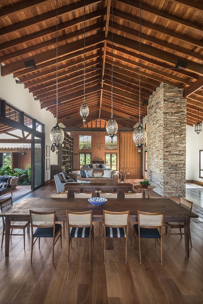 20 Modern Colonial Interior Decorating Ideas Inspired By Beautiful Colonial Homes: Colonial References (conferred By The Large Balcony And The