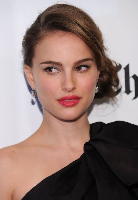 2013 Side Bun Updos: Sophisticated Side Bun Updo from Natalie Portman - Hairstyles Weekly