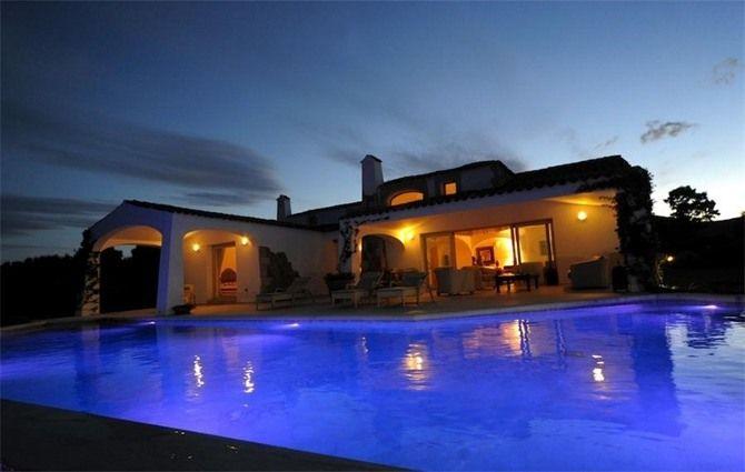 Splendida villa con piscina a sfioro a punta pedrosa in sardegna via portedlio le case da - Villa con piscina sardegna ...