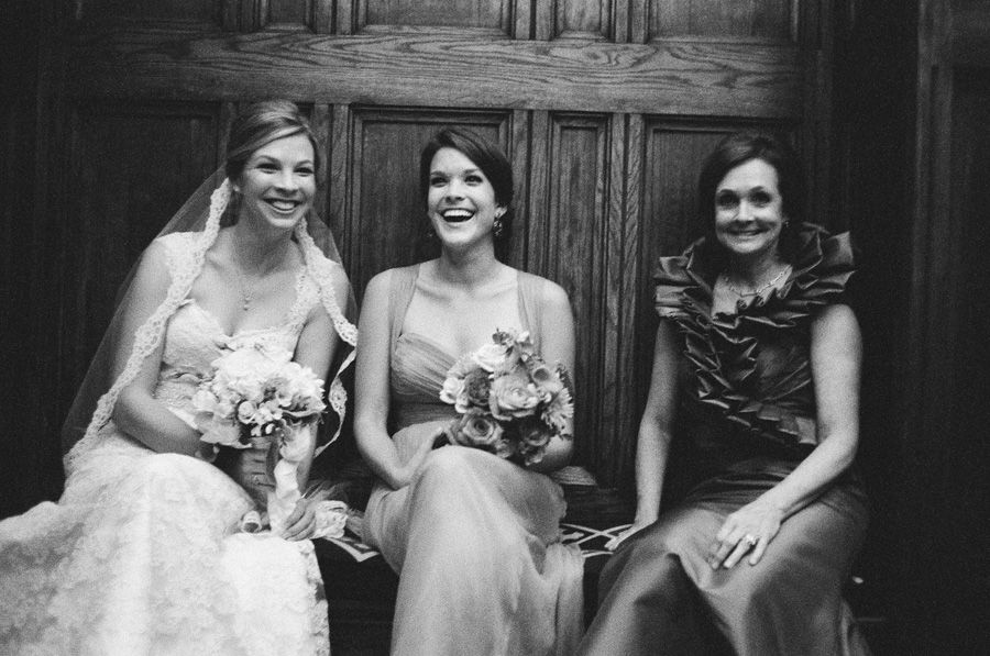 A wedding pic with your mom and sister!! LOVE!!