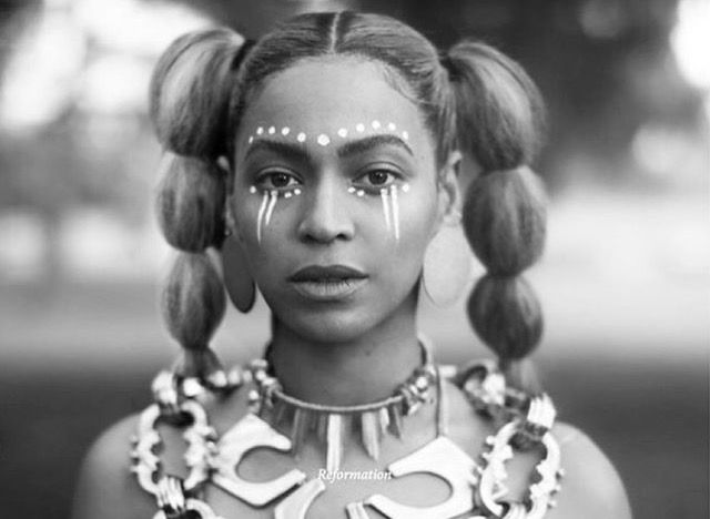 Beyonce Lemonade Maquillage Tribal Coiffure Cheveux Afro Maquillage Hippie