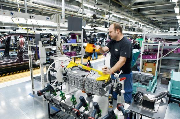 Il PMI rallenta, ma l'Eurozona mantiene la rotta per il miglior trimestre in tre anni