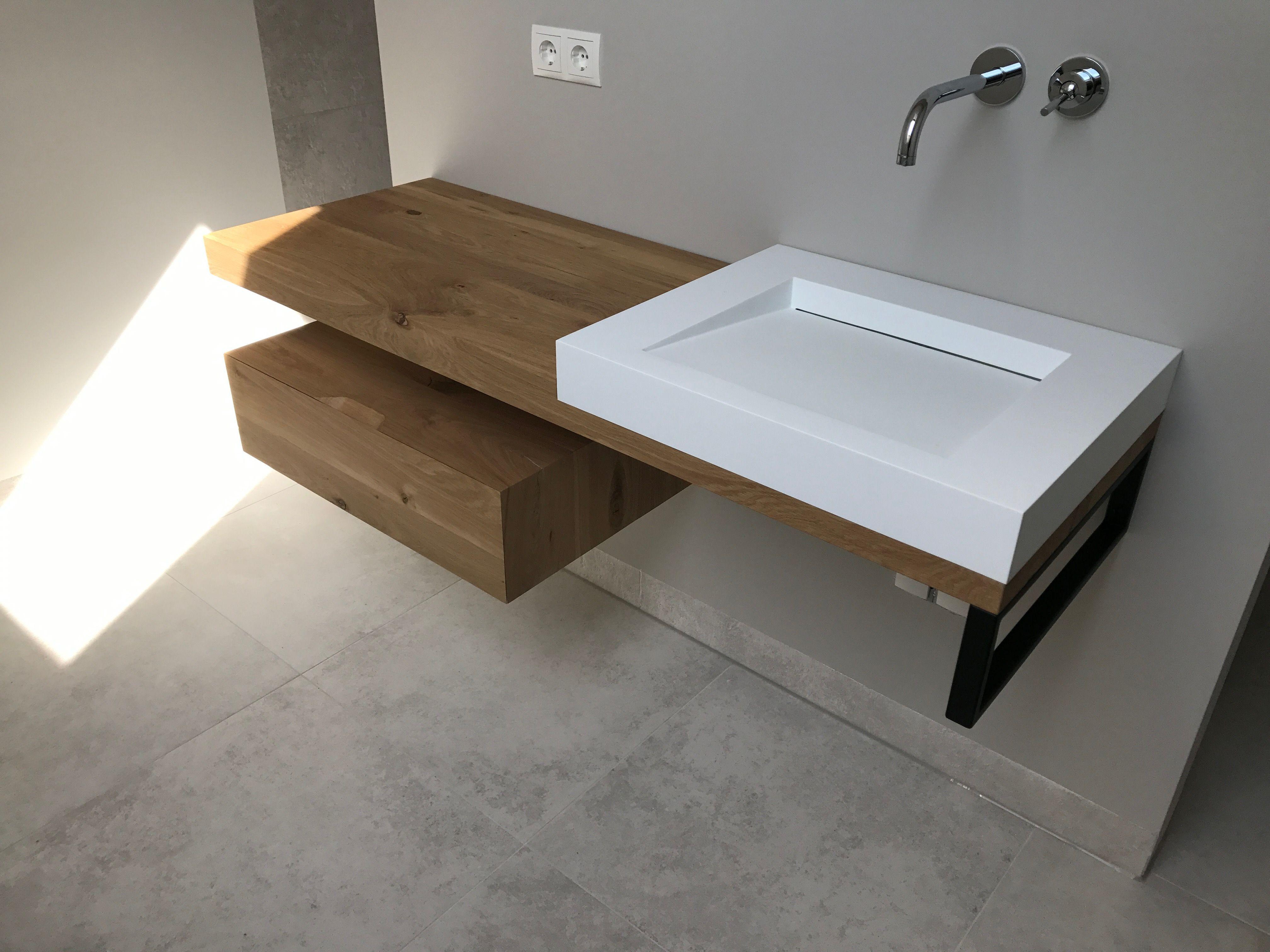 Sanitair Van Hout : Massief hout gecombineerd met luxe sanitair en maatwerk in staal