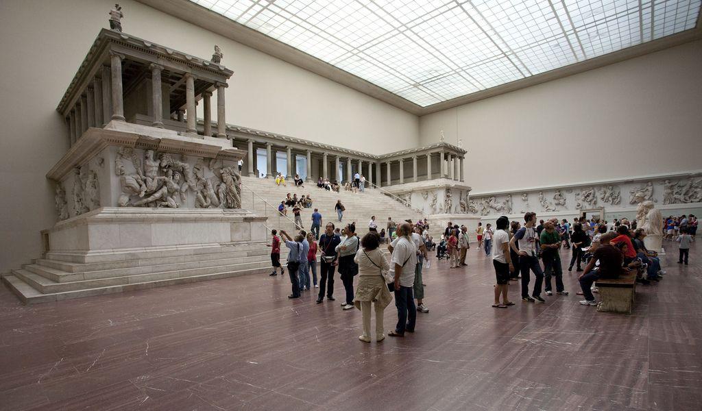 Pergamonaltar Im Pergamonmuseum Berlin Deutsch Fotos