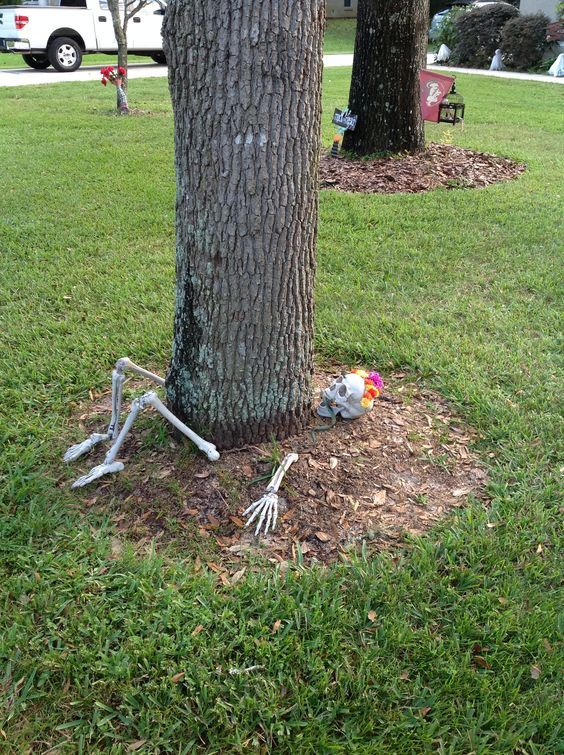 Awesome Outdoor Halloween Decorations That Neighbors Will Love - Skeletons #halloweendecorationsoutdoor