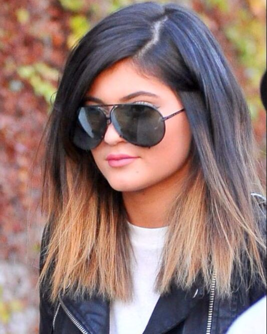Kylie Jenner Blonde Ombre Dark Roots With Images Kylie Jenner Ombre Hair Kylie Jenner Short Hair Kylie Jenner Hair