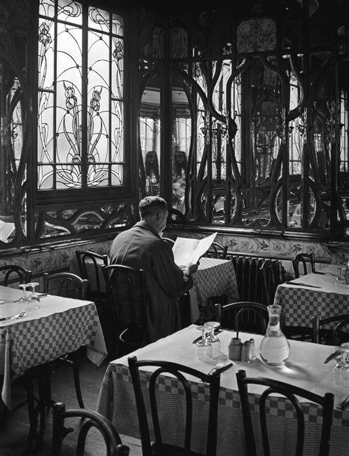 Le Chartier du Quartier Latin, Paris nd -by André Kertész [orig. caption: Ady déjeunait souvent ici, le Chartier du Quartier Latin qui a gardé son caractère 1900]