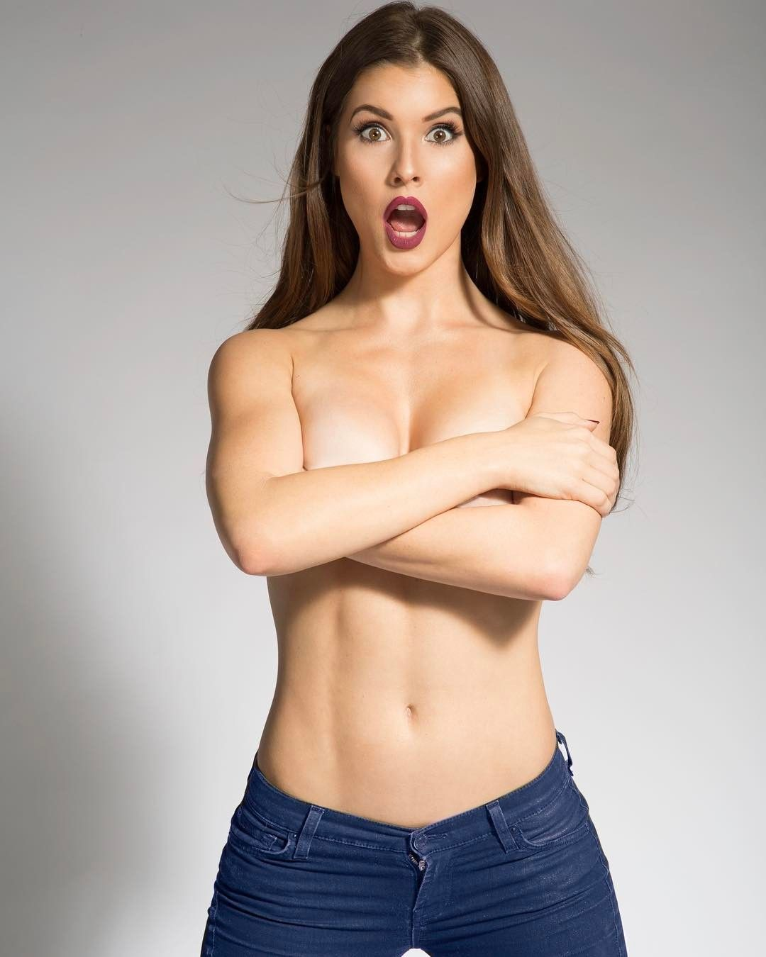 Amanda Cerny The Self Proclaimed Queen Of Snapchat Videos Pictures Gifs Eye Candies On Social