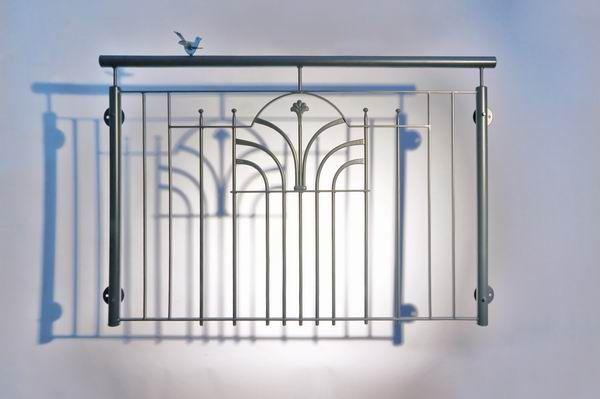 franz sischer balkon einem schmuckornament aus lackiertem stahl pinterest franz sisch balkon. Black Bedroom Furniture Sets. Home Design Ideas