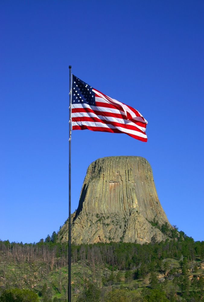 Devils Tower is a breathtaking rock formation located above the northeastern Wyoming grasslands. An iconic sight in the state of Wyoming and just one of the breathtaking sceneries that attract climbers in the USA!