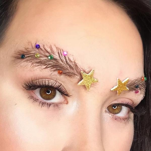 Trucco natalizio 2017: le sopracciglia ad albero d